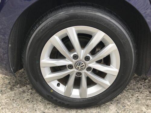 湘南平塚店♪大磯町T様VWゴルフトゥーランのタイヤ交換を承りました♪