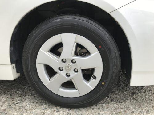 湘南平塚店♪茅ヶ崎市 T様 トヨタ プリウスのタイヤ交換を承りました♪ネットでタイヤを購入して¥15,000~¥20,000の節約!!