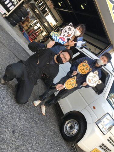 大和店♪横浜市旭区T様お得なコミコミセットでスズキエブリィのタイヤ交換♪スタッフとパチリ♬