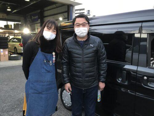 大和店♪横浜市瀬谷区O様、お得なコミコミセットでスズキエブリィのタイヤ交換♪スタッフとパチリ♪