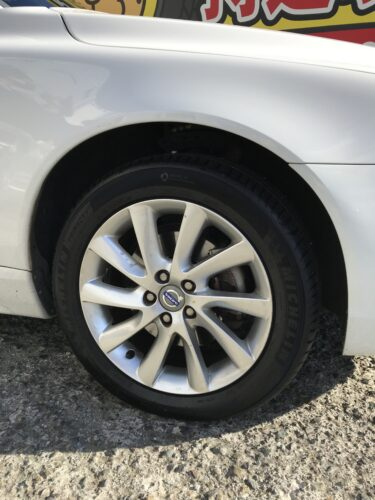 湘南平塚店♪平塚市U様 ボルボV70のタイヤ交換を承りました♪ネットでタイヤを購入して¥30,000以上の節約!