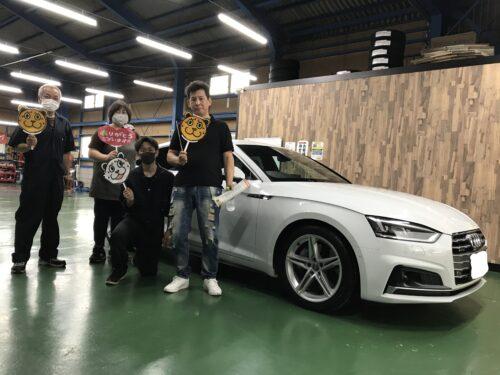 湘南平塚店♪二宮町 S様 AudiA5のタイヤ交換♪スタッフとパチリもご一緒に!ネットでタイヤを購入して¥20,000~¥30,000の節約!!