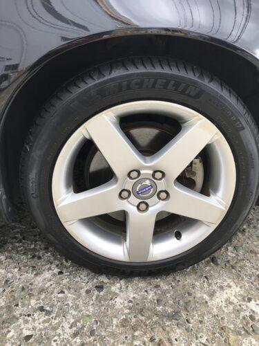 湘南平塚店♪平塚市K様 ボルボ V50のタイヤ交換を承りました♪ネットでタイヤを購入して¥30,000以上の節約!!